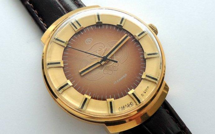 Старинные антикварные часы на