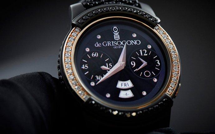 умные часы в золотом корпусе с